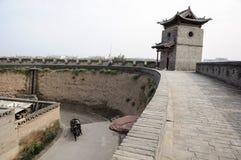 Pingyao plats-port torn och stadsvägg arkivfoto