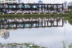 Pinheiros河的污染在圣保罗 库存照片