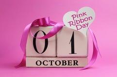 Pink день тесемки, 1-ое октября, с знаком сердца Стоковое Изображение