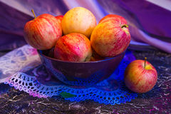 Pink apples in a bowl Royalty Free Stock Photos