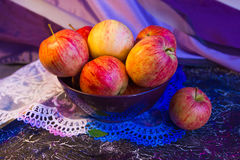 Pink apples in a bowl Royalty Free Stock Photography