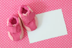 Pink baby shoes and blank note Stock Photography