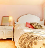 Pink bedroom with white bed and nightstand Royalty Free Stock Photography
