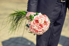 Pink Bouquet of roses in the hand Royalty Free Stock Photography