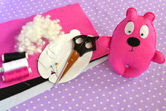 Pink felt Teddy bear, handmade toy. Scissors, needle, thread, pins, paper templates - sewing kit Stock Photo