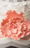 Pink flower on wedding cake Royalty Free Stock Images