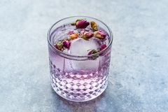 Free Pink Gin Tonic Cocktail With Dried Rose Buds And Ice In Glass Cup Stock Photography - 164450082