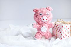 Free Pink Pig, Symbol Of 2019 And Gift On White Background. Happy New Year And Merry Christmas Card. Crochet Toy For Child. Handmade Stock Images - 131405454