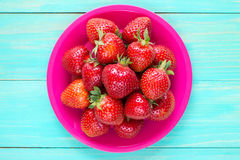 Pink plate with fresh strawberries. Stock Images