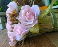 Pink rose bouquet. On wooden table Stock Photography