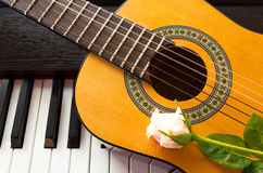 Pink rose on guitar. Royalty Free Stock Images