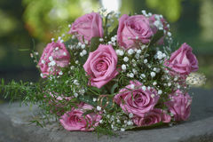 Pink rose wedding bouquet with two gold ring Royalty Free Stock Photos