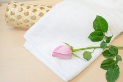 Pink rose and white towel on wood Stock Photography
