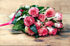 Pink roses bouquet on wooden background Stock Images
