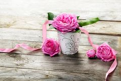 Pink roses bouquet on  wooden background Royalty Free Stock Images
