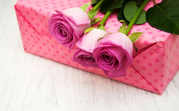 Pink roses and gift box royalty free stock photography