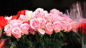 Pink roses for sale in the market Stock Photography