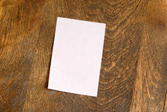 Pink Sticky Note. Blank pink sticky note on wood desk, horizontal Royalty Free Stock Images