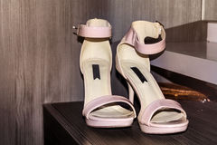 Pink wedding shoes Stock Photography