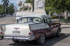Chevrolet Bel Air and Lion Monument, Cienfuegos, Cuba Royalty Free Stock Images