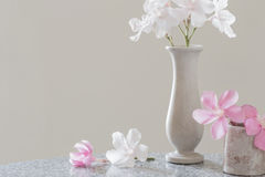 Pink and white flowers in  vase Royalty Free Stock Images