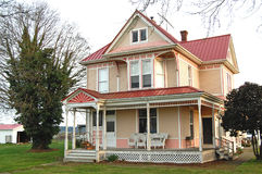 Pink and yellow Victorian farmhouse Royalty Free Stock Photos