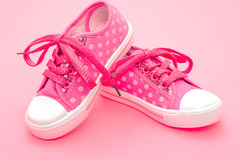 pinken shoes litet barn royaltyfria bilder