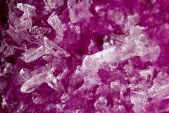 Pinkfarbene Kristalle des Wassers Lizenzfreie Stockfotos