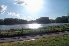 Pinkin jeziorem Zdjęcie Royalty Free