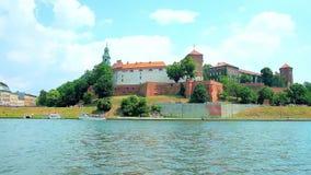 Pinkin na banku Vistula rzeka, Krakow, Polska zdjęcie wideo