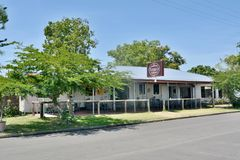 Pinnacle hotel and pie shop in Pinnacle locality in Queensland. Pinnacle, Mackay, Queensland, Australia - January 1, 2018. Exterior view of historical building Royalty Free Stock Photography