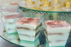 Pinnar för söt choklad söta efterrätter Godisstång Tiramisu Arkivfoto