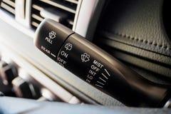Pinne för kontroll för torkare för bilregnvindruta Arkivbild