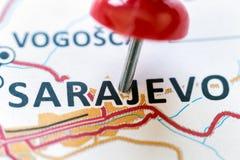 Pino vermelho que aponta Sarajevo imagem de stock royalty free
