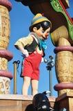 Pinocchio dans un rêve viennent vrai célèbrent le défilé Image libre de droits