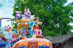 Pinocchio från festivalen av fantasin ståtar royaltyfria bilder