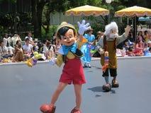 Pinocchio i Disneyland ståtar Fotografering för Bildbyråer