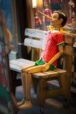 Pinocchio se está sentando en la silla - Viena, Austria Imagen de archivo