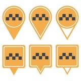 Pinos amarelos da navegação para o táxi quadriculado Foto de Stock