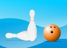 Pinos de bowling e bola de bowling fotos de stock