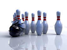 Pinos de bowling quebrados imagens de stock royalty free