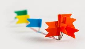Pinos vermelhos na seta vermelha esboç Fotos de Stock