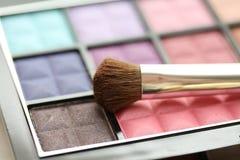 Pinsel auf Augenschatten palet Lizenzfreie Stockfotos