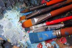Pinsel auf Palette Lizenzfreies Stockfoto