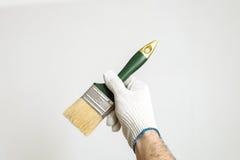 Pinsel in der Hand Lizenzfreies Stockfoto