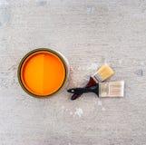 Pinsel mit offener Farbe kann Lizenzfreie Stockfotos