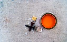 Pinsel mit offener Farbe kann Stockfotos