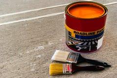 Pinsel mit offener Farbe kann Stockbilder