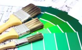 Pinsel und Farben Stockfotos