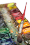 Pinsel und Paintbox Lizenzfreie Stockfotos